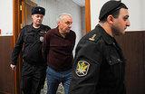 Виктора Захарченко отправили под домашний арест к «любимой жене»