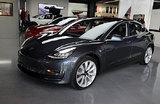 У Tesla снова проблемы? Илон Маск решил ночевать на заводе