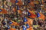 Демонстрация сторонников независимости Каталонии в Барселоне.