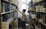 Ночь ценителей чтения: в библиотеках пройдут встречи с писателями, а на рынках предложат книги на развес