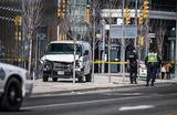 Ситуация на месте наезда микроавтобуса на толпу пешеходов на улице Янг в Торонто, Канада.