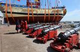 На церемонии спуска на воду реплики линейного корабля времен Петра I «Полтава», строящейся на одноименной исторической верфи в Санкт-Петербурге 27 мая 2018 года.