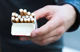 Курение рядом с подъездами могут запретить