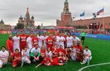 Участники футбольного матча, организованного благотворительным фондом