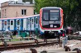 Обновленный поезд «Москва», адаптированный для движения по наземным участкам Филевской линии столичного метро.