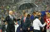Ливень и зонт Путина: финальные аккорды ЧМ