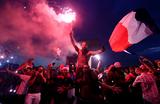 Виват, Франция! В парижской фан-зоне собрались десятки тысяч болельщиков