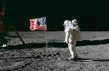 «Грандиозная мистификация». Большинство россиян не верят в высадку американцев на Луну