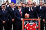Путин вручил госнаграды тренерам и игрокам сборной России по футболу