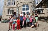 Минпросвещения хочет ограничить число приемных детей в семьях. В соцсетях законопроект назвали «людоедским»
