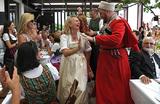 Казачий хор, тульский самовар и никакой политики! Как Путин побывал на свадьбе в Австрии