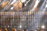 Австралийский кантри-певец Кит Урбан на сцене музыкального шоу Country Music Association Awards. Нэшвилл, США.