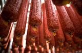 «Лучшая рыба — это колбаса». Сосиски и мясные деликатесы хотят обложить акцизом, чтобы оздоровить россиян