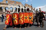 В Риме запретили разгуливать по улицам в костюме центуриона и распивать алкоголь по ночам