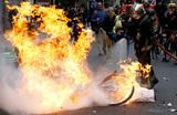 Желтый — новый оранжевый: Россию обвинили в подогревании бунтов во Франции