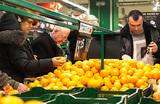 Финансисты пересчитали предновогодние премии в мандаринах