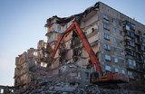 Без предупреждения: в Магнитогорске снесли поврежденную стену дома