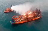 На горящих судах в Черном море сохраняется угроза взрыва