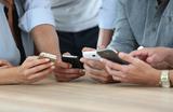 Эксперты назвали самые «фонящие» смартфоны. Опасно ли это излучение?
