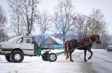 Житель деревни Княжицы Алексей Усиков управляет гужевым транспортом, сделанным на базе  автомобиля Audi-80. Повозка оборудована аккумулятором и печкой-буржуйкой. Могилевская область, Белоруссия.
