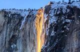 Закат на водопаде Лошадиный хвост в Йосемитском национальном парке в Калифорнии, США.