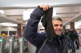 Носки для защитников отечества в метро разобрали за полчаса