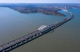 Все пролеты железнодорожного моста в Крым собрали в целую конструкцию