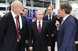 Российский лимузин на немецком заводе и президентский автограф на первом подмосковном Mercedes
