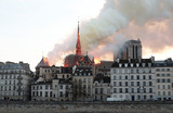 Пожар в Нотр-Даме разжег фантазию конспирологов