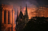 «Худшего удалось избежать». Президент Франции пообещал восстановить Нотр-Дам