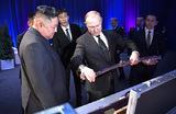 Часы с кукушкой, щенки и меч: что дарили Путину политики и главы государств?