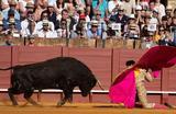 Коррида во время ежегодной Севильской ярмарки. Испания.