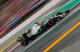 Болид Льюиса Хэмилтона на автодроме «Барселона-Каталунья». Гран-при Испании «Формулы-1».