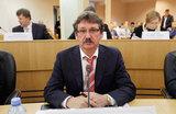 В Сургуте депутат задекларировал 10 спортивных самолетов, газопровод и три десятка квартир