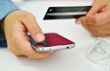 Не стоит никому сообщать по телефону коды СМС. Даже сотрудникам банков