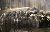 «Стало невозможно дышать, люди в крови выбегали с площади». В столкновениях в Тбилиси пострадали сотни человек