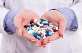 «Все матери обеспокоены». Как решить проблему доступности препаратов, не зарегистрированных в России?