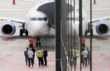 Топ-менеджер стал стюардом: глава авиакомпании «Победа» Андрей Калмыков поработал бортпроводником
