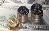 Доллар впервые за полгода подскочил выше 67 рублей. Что ждет российскую валюту?