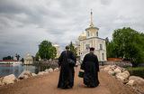 От чего зависят доходы священников в России и сколько они получают?