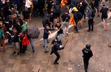 «Город в полном коллапсе». Как проходят массовые протесты в Барселоне