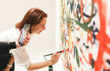 «Простая, искренняя человечность». В Москве открылась выставка Йоко Оно