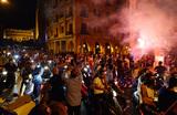 Власти Ливана отступили перед горящими покрышками — «налог на WhatsApp» отменили