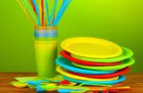 Что меньше вредит окружающей среде — пластиковые тарелки или бумажные?