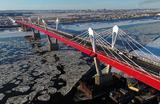 Вид на трансграничный мост «Благовещенск  — Хэйхэ». Строительство моста через Амур, который должен связать российский Благовещенск с китайским Хэйхэ, началось в 2016 году. Общая стоимость перехода — около 18,8 млрд рублей.