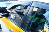 Власти Челябинской области запретили мигрантам работать водителями автобусов и такси