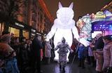 Новогодние гуляния на фестивале «Путешествие в Рождество» в Москве.