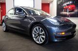 Как в мультфильме «Тачки»: автомобиль Tesla заговорил