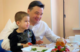 В истории с детьми, оставленными отцом в аэропорту «Шереметьево», появилась мать