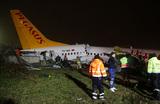 Самолет авиакомпании Pegasus жестко сел в аэропорту Стамбула и развалился